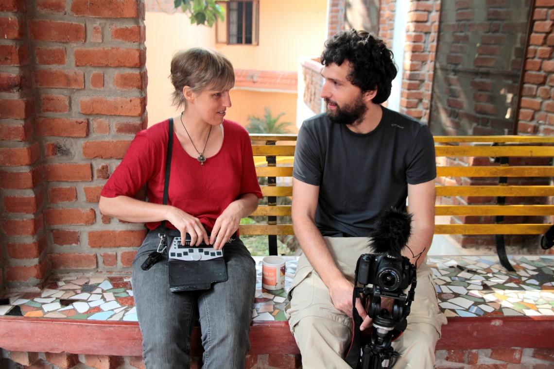 Sabriye i Tomek, który w ramach projektu kanthari plus wspiera i promuje absolwentów kursu, tworząc filmy dokumentalne o ich projektach.
