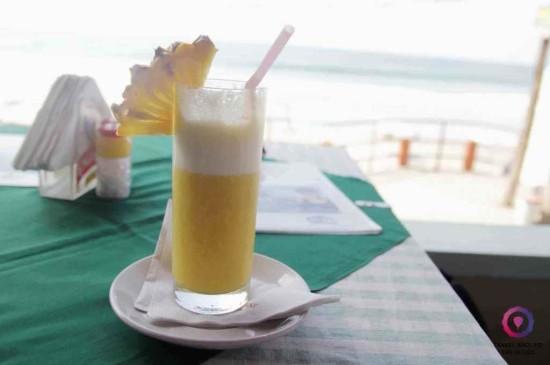 Sok. Po prostu sok ze świeżych ananasów w Kerali.